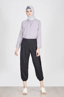 Chic dan rapi dengan Mimi Pants Black ! Mau tampil lebih formal ? Tambahkan blazer pada paduan Mimi Pants Black dan kenakan heels. Untuk tampil lebih casual, pilih t-shirt atau blouse. Beauty! Ukuran: Lingkar Pinggang: 74-84 Cm Lingkar Pinggul: 110 Cm Lingkar Paha: 66 Cm Panjang: 90 Cm Ukuran Yang Dikenakan Model: Size: One Size Tinggi Model: 174 Cm Pesan langsung format order nama#alamat lengkap#orderan#dan nope Line : @sxg8867n wa : 08990943949