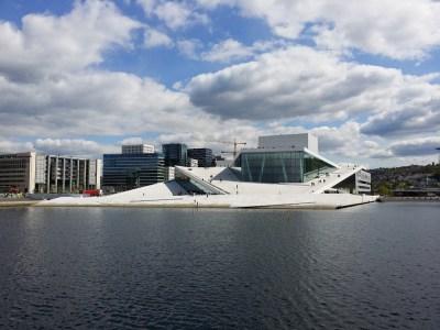 Det karakteristiske hvide operahus i Oslo