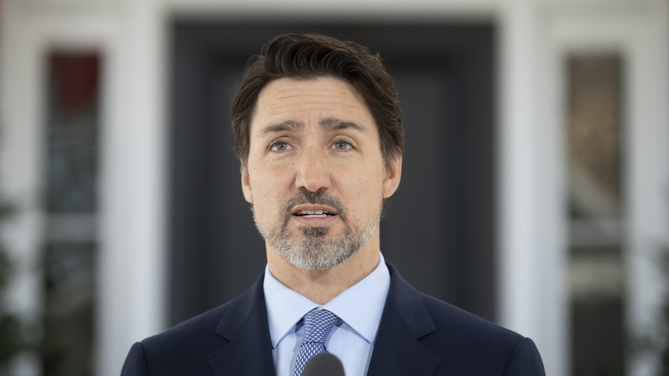 Justin Trudeau devant sa résidence.