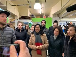 蒙特利尔市长造访唐人街,呼吁市民团结