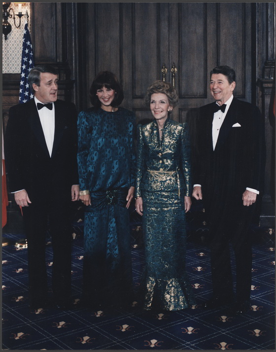 Photograph_of_The_Reagans_and_Mulroneys_in_Quebec,_Canada_-_NARA_-_198561_调整大小