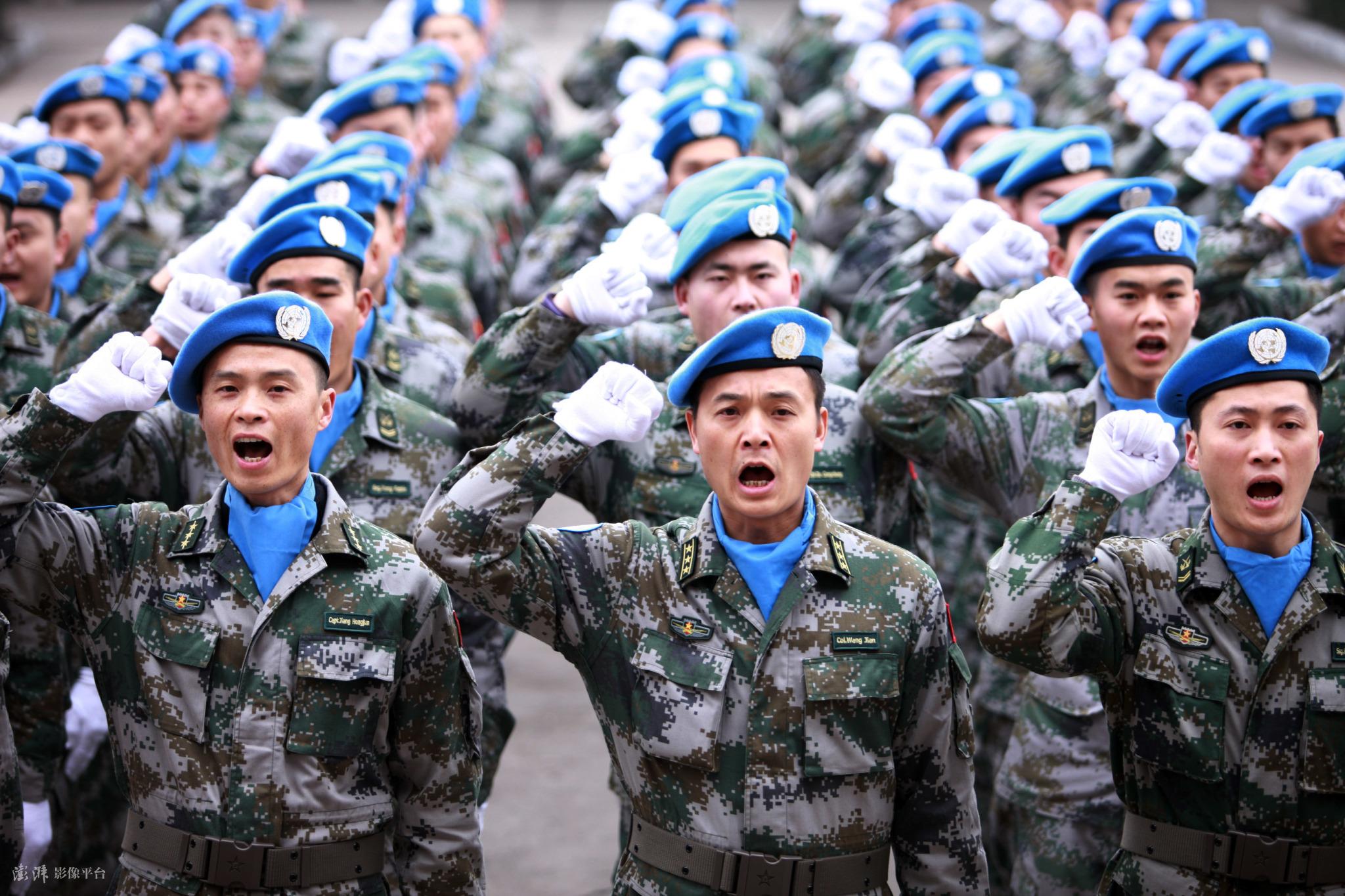 """""""中国蓝盔""""把""""爱和希望""""带给世界"""