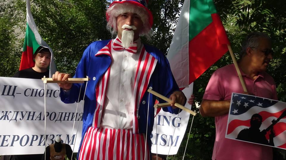 Америка, време е да паднат маските!