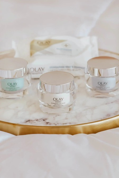 Three olay overnight masks and a package of olay face wipes