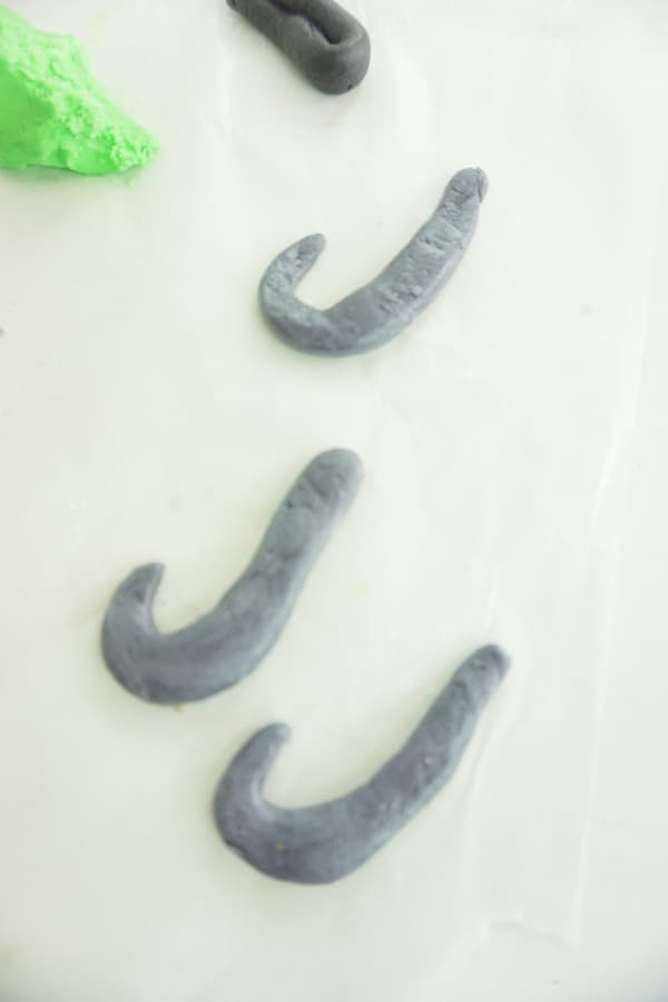 marshmallow fondant maui hooks on wax paper