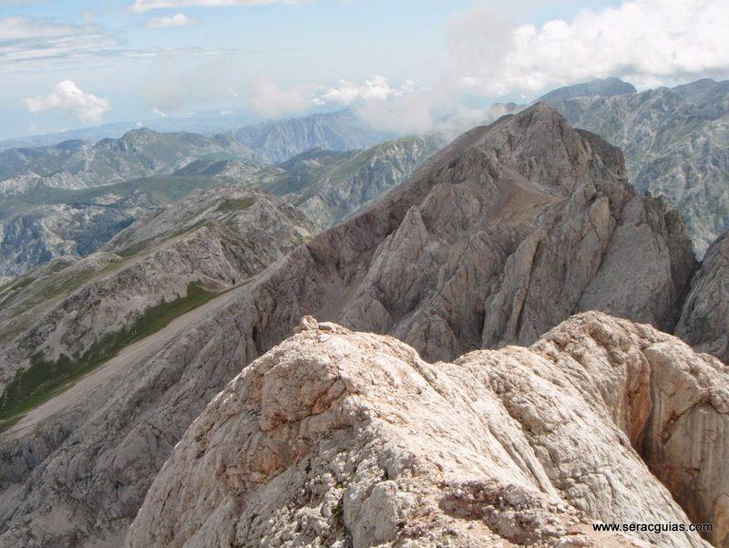 escalada 11 cara norte Naranjo Picos de Europa SERAC COMPAÑÍA DE GUÍAS