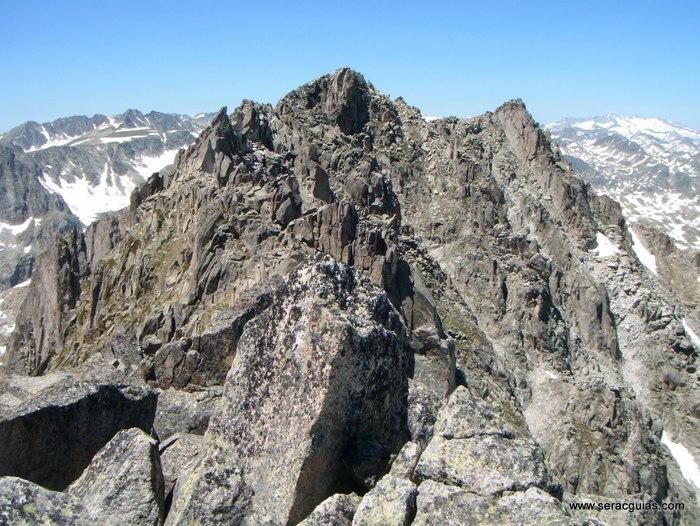 Cresta Amitges Saboredo Sageta Aiguestortes Pirineo 4 SERAC COMPAÑÍA DE GUÍAS