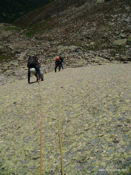 escalada Peña Gallina Espaldar Galayos Gredos 5 SERAC COMPAÑÍA DE GUÍAS
