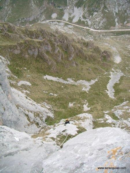 escalada Espolon Rosa Cueto Pampin Picos Europa 1 SERAC COMPAÑÍA DE GUÍAS