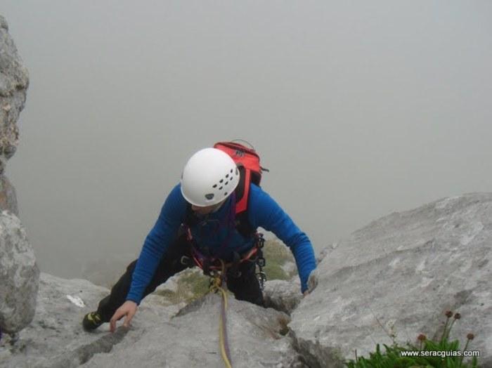 escalada Espolon Rosa Cueto Pampin Picos Europa 5 SERAC COMPAÑÍA DE GUÍAS