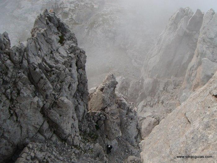 escalada torre cuarte Picos de Europa SERAC COMPAÑÍA DE GUÍAS