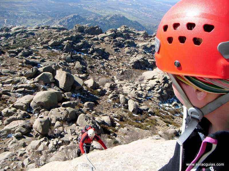 escalada Walkiria Yelmo Pedriza 4 SERAC COMPAÑÍA DE GUÍAS
