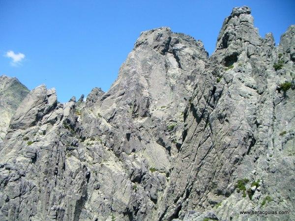 escalada Oeste Punta Margarita Galayos Gredos 4 SERAC COMPAÑÍA DE GUÍAS