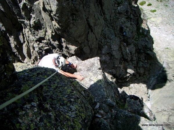 escalada Oeste Punta Margarita Galayos Gredos 5 SERAC COMPAÑÍA DE GUÍAS