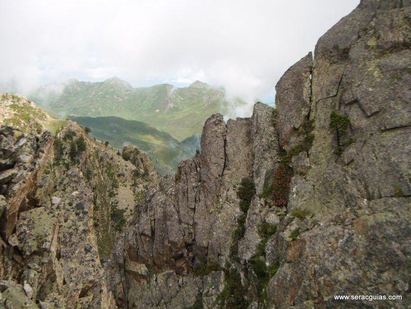 escalada cresta arista hautes pyrenees pirineo 5 SERAC COMPAÑÍA DE GUÍAS