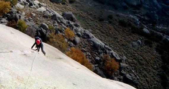 escalada Calavera Yelmo Pedriza Guadarrama 3 SERAC COMPAÑÍA DE GUÍAS