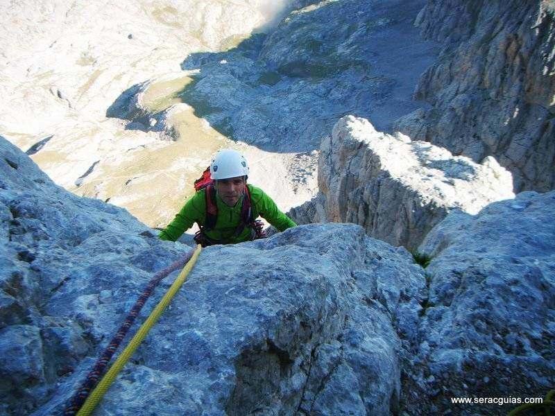 escalada cara norte naranjo de bulnes picos de europa SERAC COMPAÑÍA DE GUÍAS
