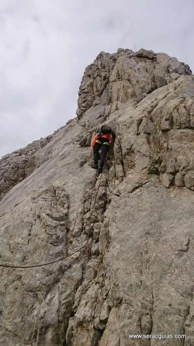 Cresteria TorreBlanca TiroTirso Llambrion Picos de Europa 11 SERAC COMPAÑÍA DE GUÍAS
