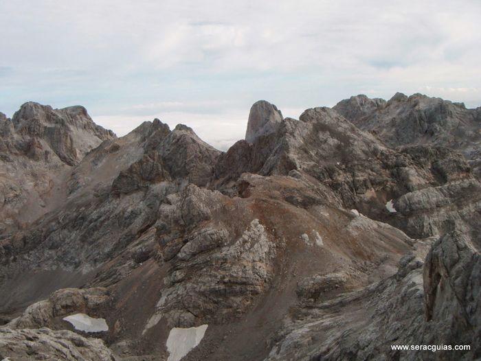 Cresteria TorreBlanca TiroTirso Llambrion Picos de Europa 9 SERAC COMPAÑÍA DE GUÍAS