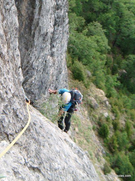 Diedro sajuma Solano 1 Valle Tena Pirineo SERAC COMPAÑÍA DE GUÍAS
