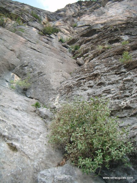 Diedro sajuma Solano 3 Valle Tena Pirineo SERAC COMPAÑÍA DE GUÍAS