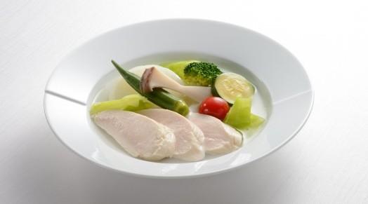 藤春シェフ監修の『ヒルズ・エピキュール』シリーズより、「しっとり鶏むね肉と野菜のポトフ」