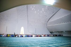 Memasuki-Masjid-Anda-Akan-Merasa-Seperti-di-Luar-Angkasa7