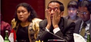 Jokowi-pusing-tutup-muka-595x279