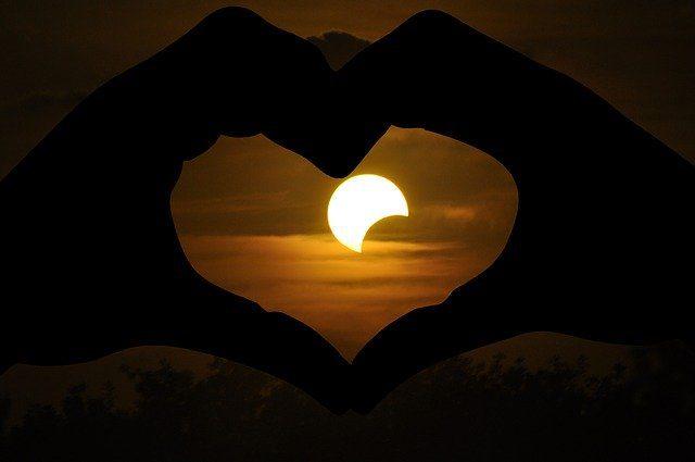 solar-eclipse-2671388_640-Mira-Gane-Pixabay