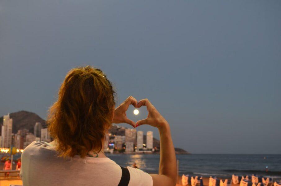 beach benidorm heart leisure