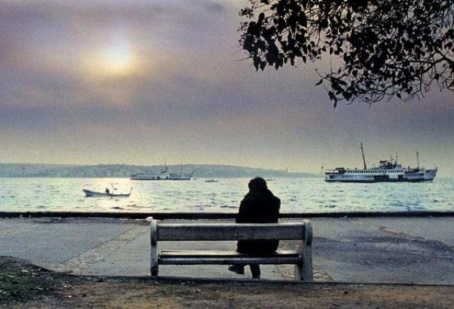 Beklemek özgürleştirir nihâyetinde; taklitle başlar aramak ...