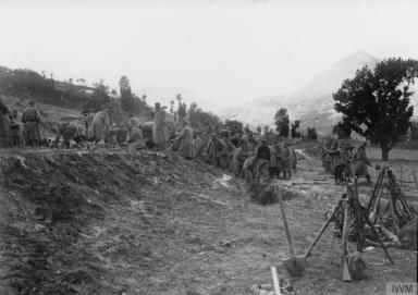 Српска пешадија учвршћује положаје.
