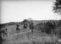 Краљ Петар Први у посети војницима код Добраве.