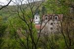 Долина Витовнице оивичава ТРЕСТ и почиње код истоименог манастира