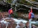 До водопада Трупавац треба прегазити реку, али је октобар!