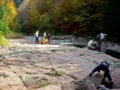Чудновато извалано корито у црвеном пешчару чини та се река разлива преко њега
