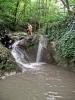А ово је непосредан прилаз водопаду са кога ћемо скакати. Најпре се силази низ леви слап - кораком