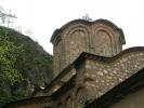 Неизбежно се намеће то како се овај манастир савршено уклапа у све око њега