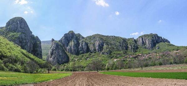 Поглед на кањон Јерме и село Власи