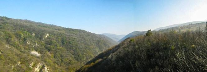 Поглед са видиковца на долину реке Клочанице