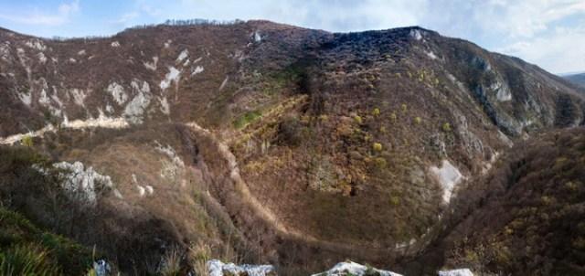 Поглед на клисуру Млаве са Градца