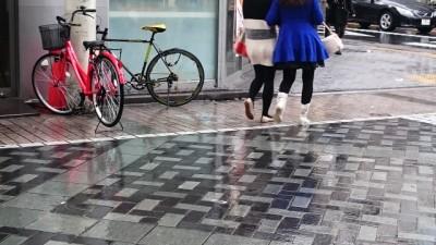 雨の日の通勤靴にレインシューズ