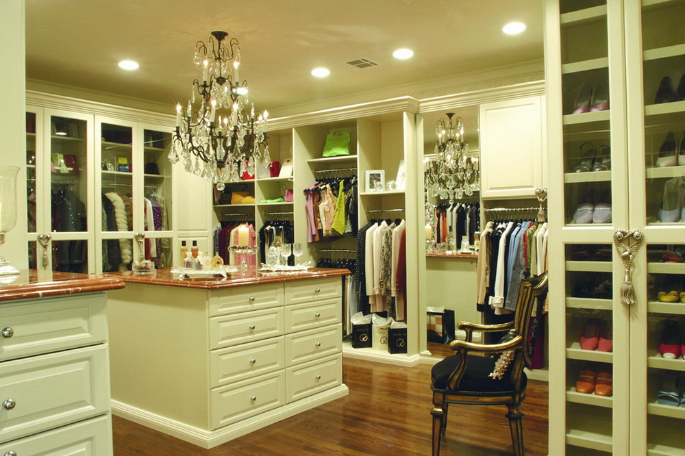 huge walk in closet for women  Sere Construction
