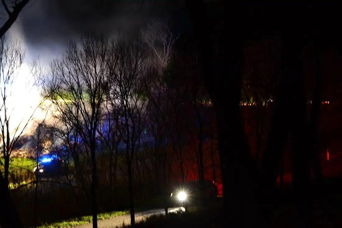 Incendio sulla scarpata in direzione Mezzina [le foto]