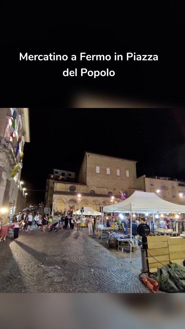 Mercatino a Fermo in Piazza del Popolo