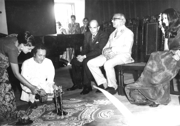 Pt. Ravi Shankar inaugurating Indian Music Section in 1976 with Joya Biswas. Principal Aruna Pasricha and President Mr Antia looking on.