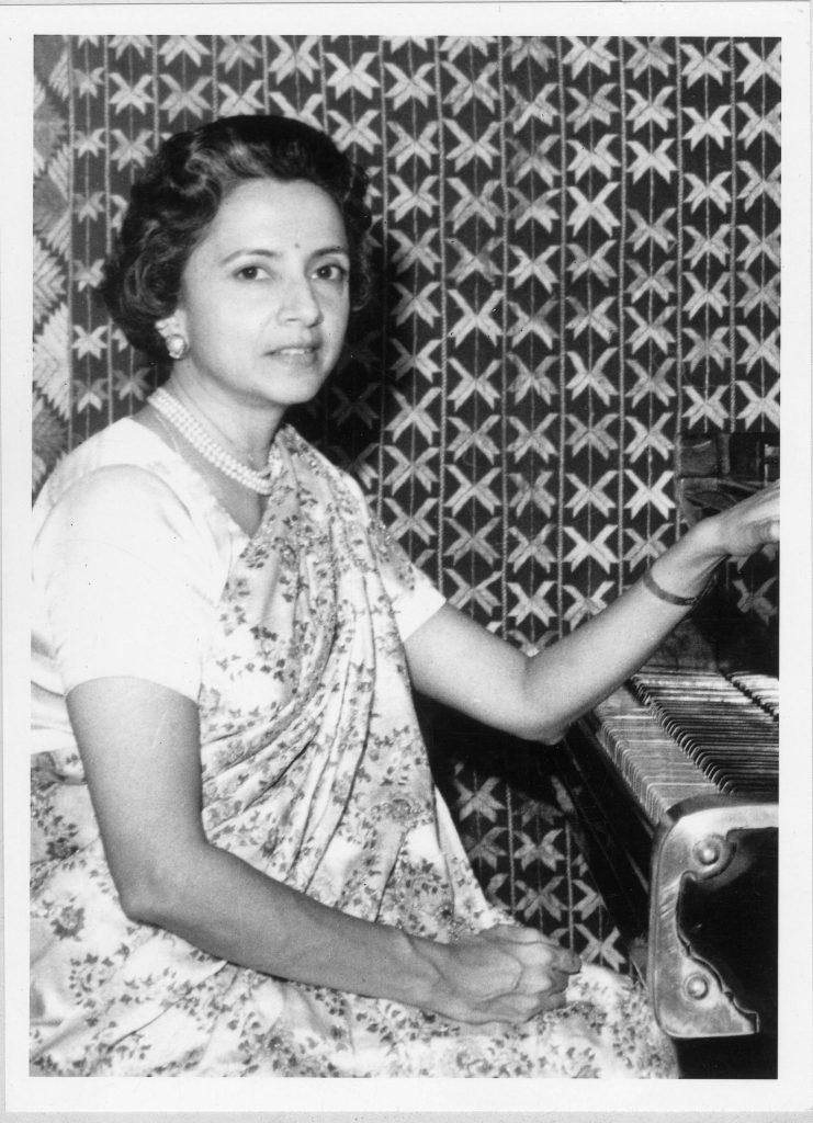 Rani Vijaya Devi at her piano in the 60s © IMAS Archives