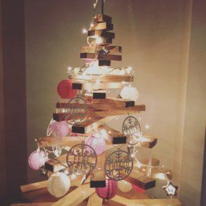 Arbol de navidad decorado en papel