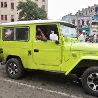 Des taxis, des travestis et un curé révolutionnaire