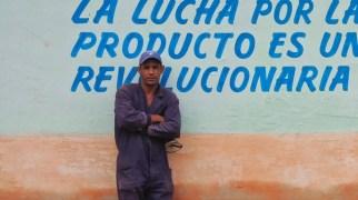 Inconnu contre un mur de propagande, Camagüey 2012.